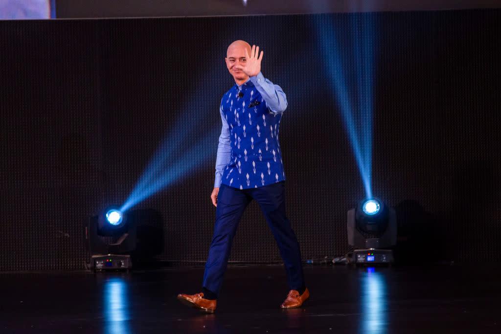 Photo of Jeff Bezos in talks to back Indonesian e-commerce Ula – Yahoo Finance
