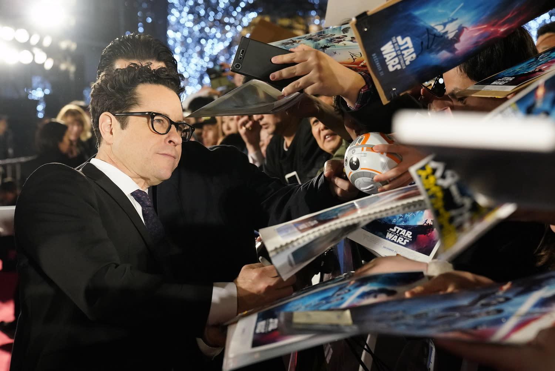 導演也表示,身為凱莉費雪的老朋友,他認為沒有人可以取代她來飾演「莉亞」這個角色。