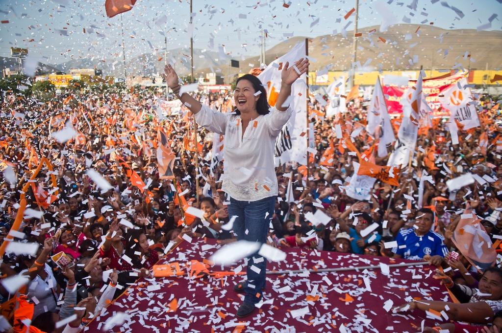 Peruvian presidential candidate for the Fuerza Popular party and daughter of imprisoned former Peruvian President Alberto Fujimori, Keiko Fujimori, waves during a rally in Lima (AFP Photo/Ernesto Benavides )