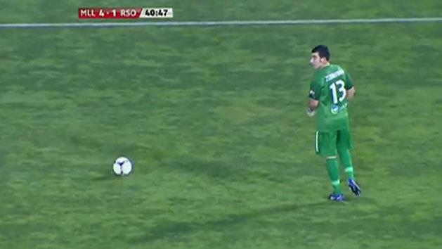 Embarrassing goalkeeper error