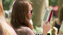 Cellphones, e-readers usage expanded on airplanes
