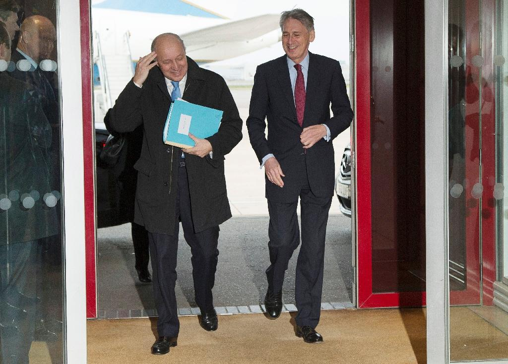 British Foreign Secretary Philip Hammond (R) welcomes French Foreign Minister Laurent Fabius upon his arrival for a meeting in London about the recently concluded round of negotiations with Iran over their nuclear program, on March 21, 2015 (AFP Photo/Brian Snyder)