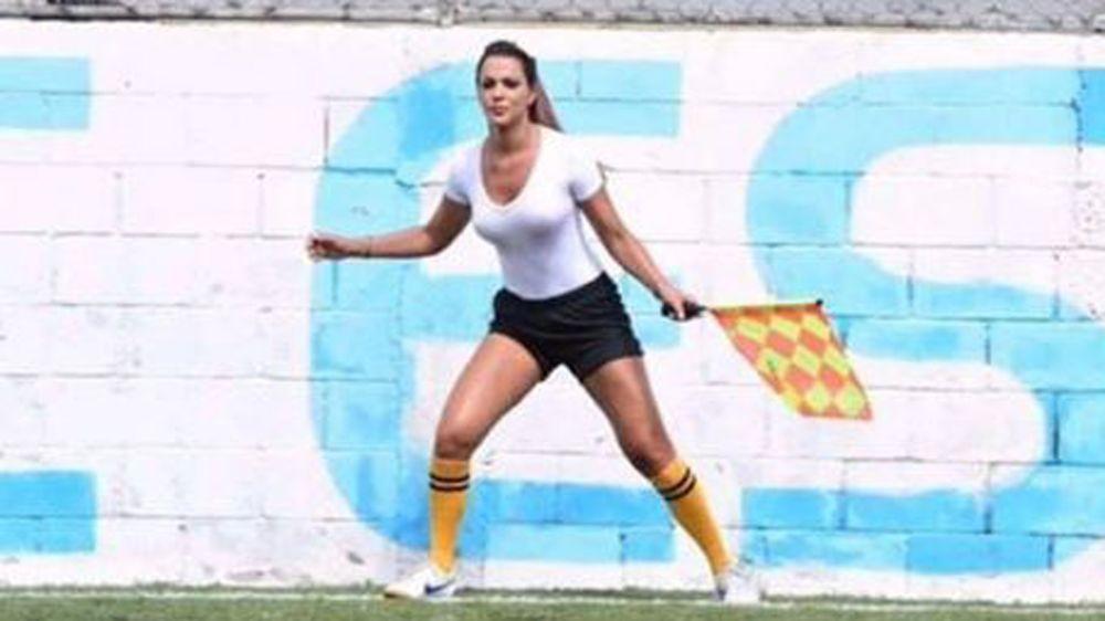 Brasilien: Denise Bueno - Die heißeste Linienrichterin der Welt?