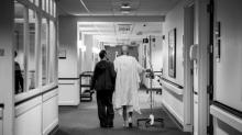 Com ensaio emocionante, fotógrafa mostra a luta dos pais contra o câncer