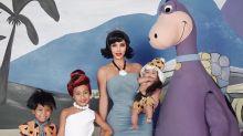 Foto de família de Kim Kardashian vira piada na internet por edição mal feita