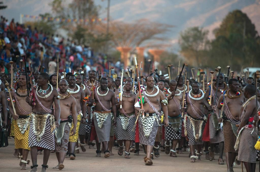 Mswati (C) has the right to choose a new wife one at the annual Reed Dance, when thousands of virgins dance for him (AFP Photo/MUJAHID SAFODIEN)