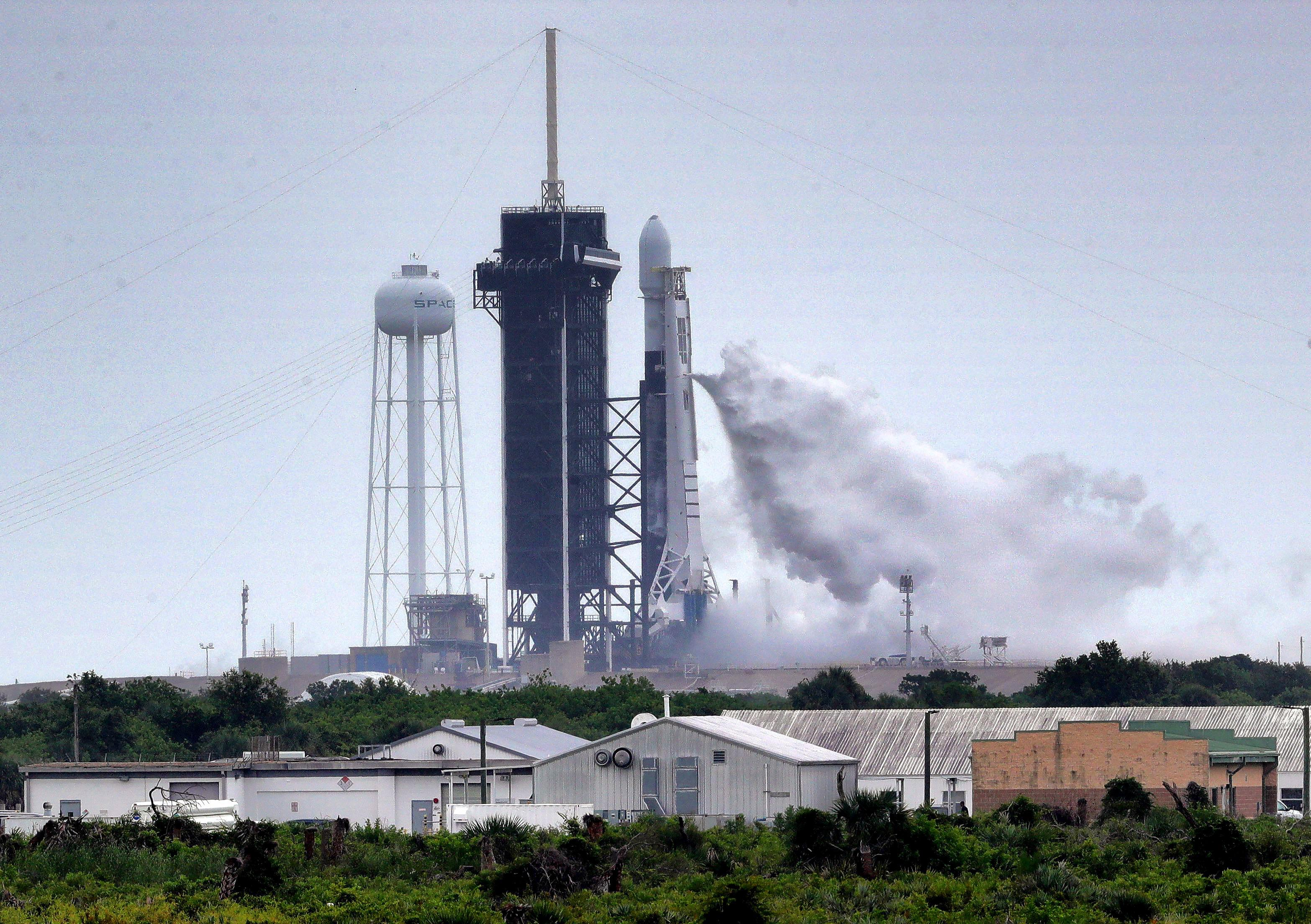 SpaceX scrubs Starlink launch attempt