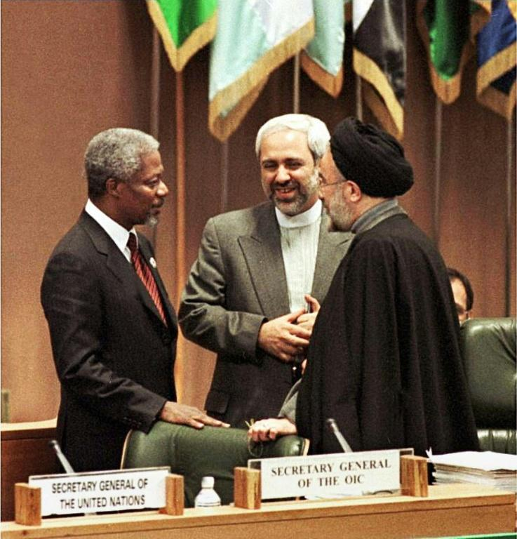 Zarif (C) talks with the UN secretary general, the late Kofi Annan (L), and Iranian President Mohamed Khatami, in Tehran in 1997 (AFP Photo/JAMSHID BAIRAMI)