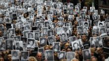 """Argentina """"no cesará"""" hasta que los causantes del ataque a AMIA declaren ante el juez"""
