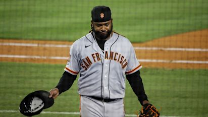 Giants' blunder ends no-hit big for Cueto