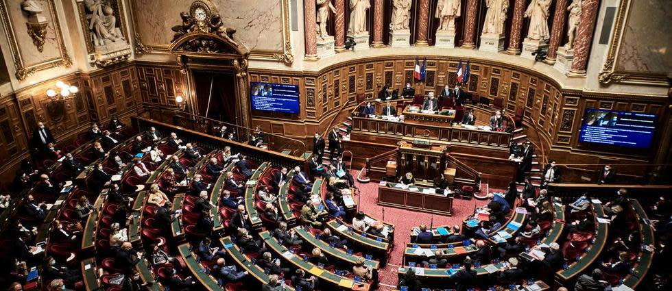 Pass sanitaire: le texte adopté, mais largement modifié au Sénat