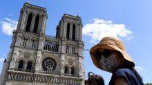 """""""Dans cette période, c'est un début de renaissance"""" : le parvis de Notre-Dame de nouveau accessible au public"""