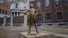 """Die Wall Street Statue des """"furchtlosen Mädchens"""" kommt anlässlich des Weltfrauentags nach London"""