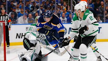 Tarasenko scores twice, Blues beat Stars in Game 1