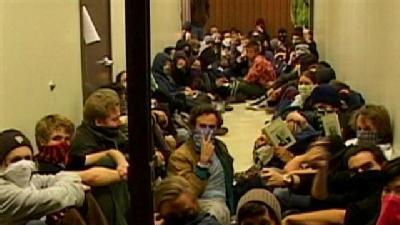 UC Santa Cruz Students Take Over Student Service Building