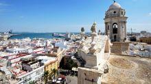 Cádiz to banish 5,000 pigeons for menacing tourists