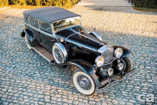 Duesenberg Model J的車型種類多如繁星,但一直以來都是相當穩定的百萬級車款,不過這次這輛車況極佳的物件最後以99.6萬美元拍出,而且是包含手續費後的價格,以Model J的市場價格帶而言算是相對低點。