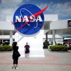 'NASA rules,' Musk says as SpaceX wins $2.9 billion moon lander contract