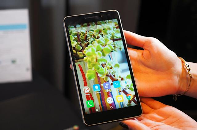 Lenovo's Phab Plus is a phablet because of course it is