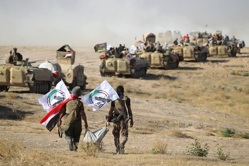 Fighters from the Hashed Al-Shaabi (Popular Mobilization units) advance towards the town of Tal Afar