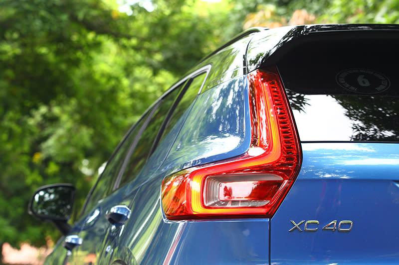 L型直立式尾燈也很Volvo。