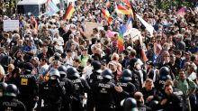 Corona-Newsblog in Berlin: Corona-Demo: Mann mit Schusswaffe unter den Festgenommenen