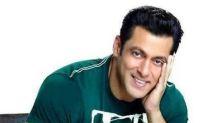 Salman Khan goes completely grey in Race 3!