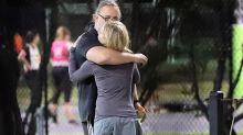 Los abrazos compartidos entre Russell Crowe y la actriz Britney Theriot