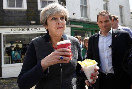 """May dice UE está alineada para conseguir acuerdo del Brexit """"que funcione para ellos"""