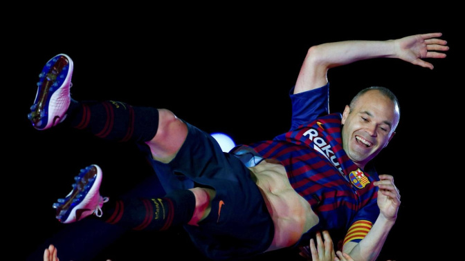 Barca legend Iniesta announces Japan move