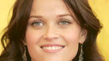 Reese Witherspoon a les cheveux châtains sur cette nouvelle couverture de magazine avec Jennifer Aniston