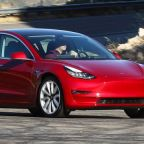 AutoComplete: Tesla introduces a cheaper midrange Model 3