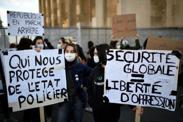 """Loi """"Sécurité globale"""": la gauche réclame à l'unisson le retrait du texte et le départ de Didier Lallement"""