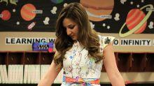 Niños pintan el vestido de su maestra, ¡y el resultado es viral!