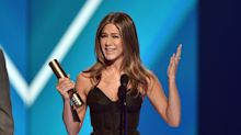 Jennifer Aniston Celebrates Friends In Heartfelt But Hilarious People's Choice Awards Speech