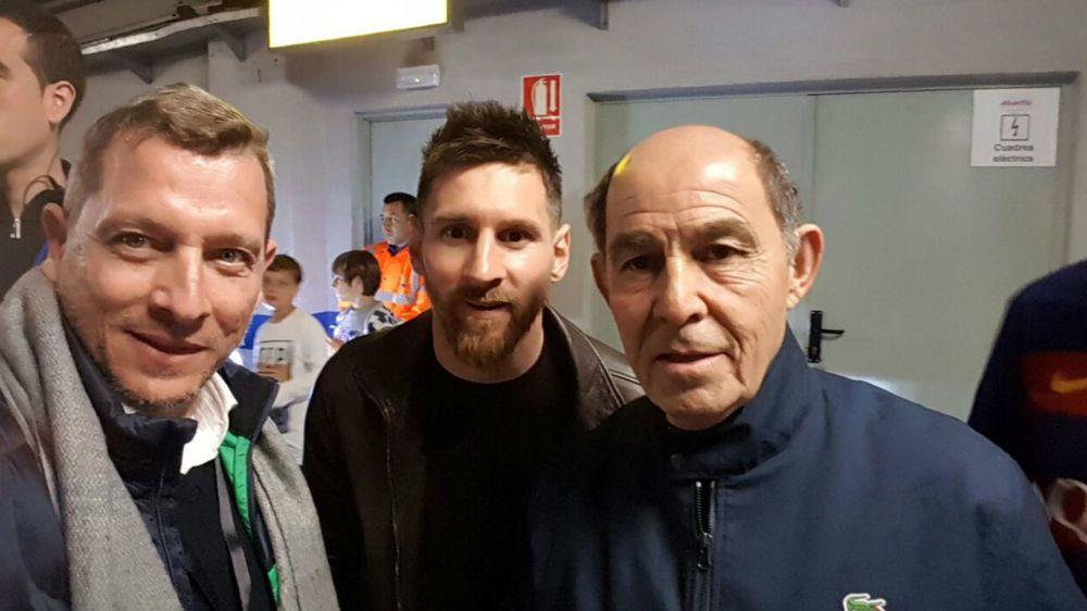 ¡Dos monstruos juntos! Bochini visitó a Messi en Barcelona