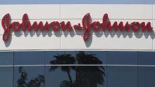 Johnson & Johnson suspende pruebas de vacuna COVID por el caso de un voluntario que enfermó