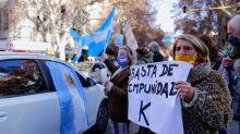 Mendoza: abren una causa judicial por el banderazo en cuarentena y buscan identificar a los manifestantes