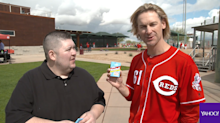 Opening 25-year-old baseball cards with Bronson Arroyo