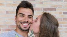Piloto da MotoGP pede 'irmã' em noivado após 11 anos de namoro