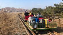 Corea del Nord, diplomatici russi a casa superando a piedi il confine