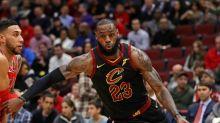 Leonard returns but Spurs stumble; James leads Cavs rout
