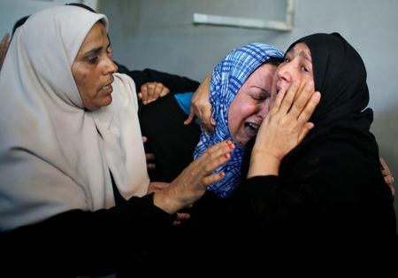 Relatives of Palestinian Emad Ishtawi, who was killed during a protest along the Israel-Gaza border fence, mourn during his funeral in Gaza City