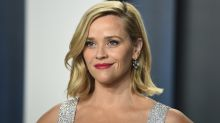 La máscara no ayudó: una fan confunde a Reese Witherspoon con Carrie Underwood