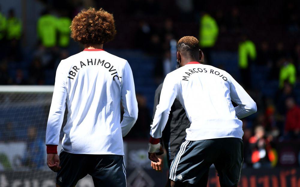 Marouane Fellaini and Paul Pogba wear shirts in tribute to Zlatan Ibrahimovic and Marocs Rojo - 2017 Getty Images