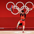 Chinese weightlifter Li Fabin brings the flair, wins gold after epic one-legged lift