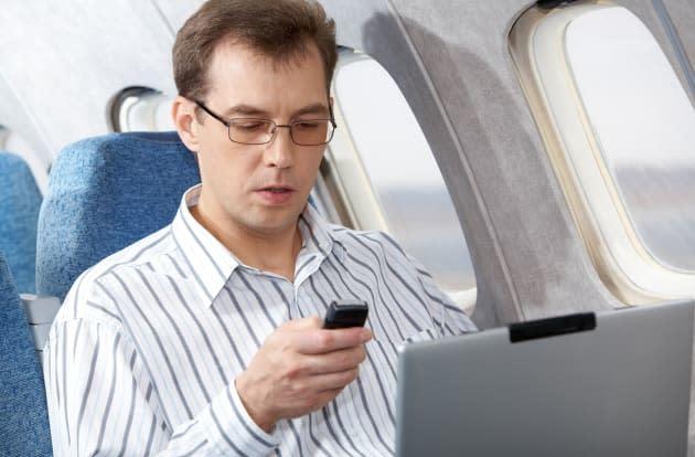 Court tosses lawsuit seeking gadget ban during takeoff and landing