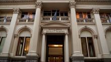 Banco central argentino coloca títulos 'Lebac' al 57,00 pct, por sobre tasa previa