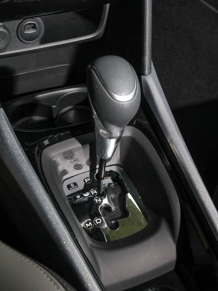 變速系統使用的是EAT六速手自排變速箱,附有雪地、S運動模式切換。
