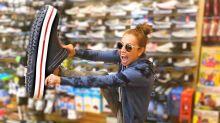 Thalía baila en la calle con su auto en plena marcha: ¿graciosa o irresponsable?